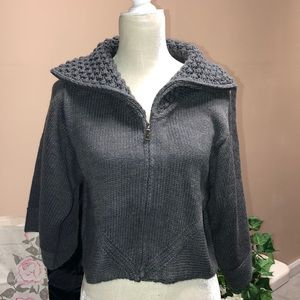 3/4 Length Sleeve Cropped Zip-up Sweater size Lrg
